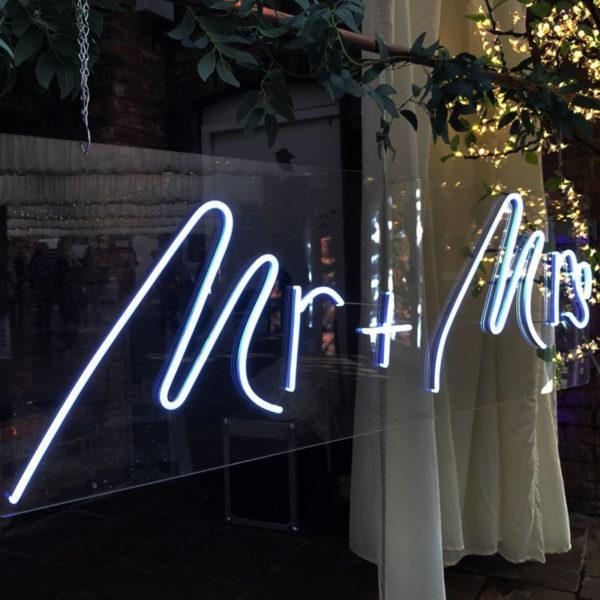 Mr & Mrs led neon