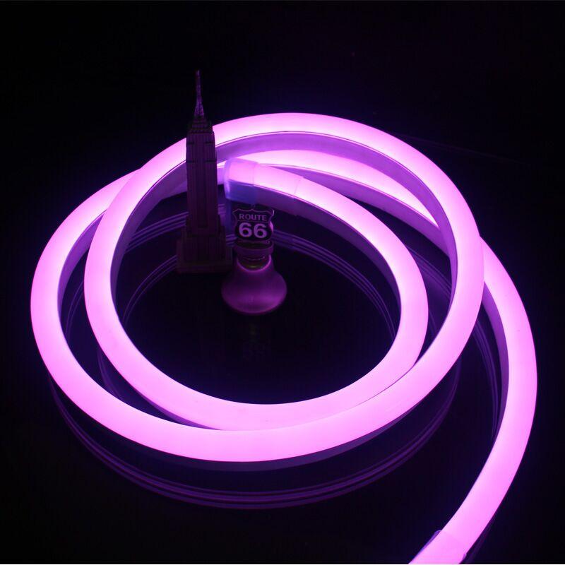 Las tiras de luz de neón púrpura